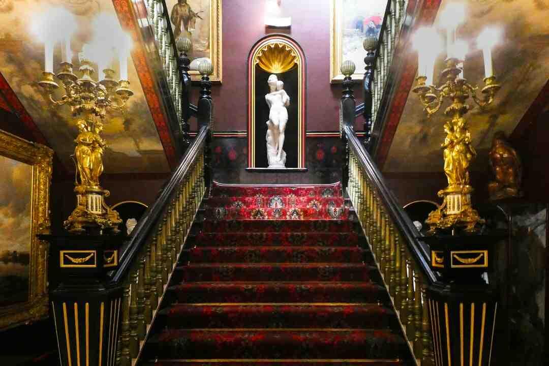 Comment renover un escalier en bois exotique ?