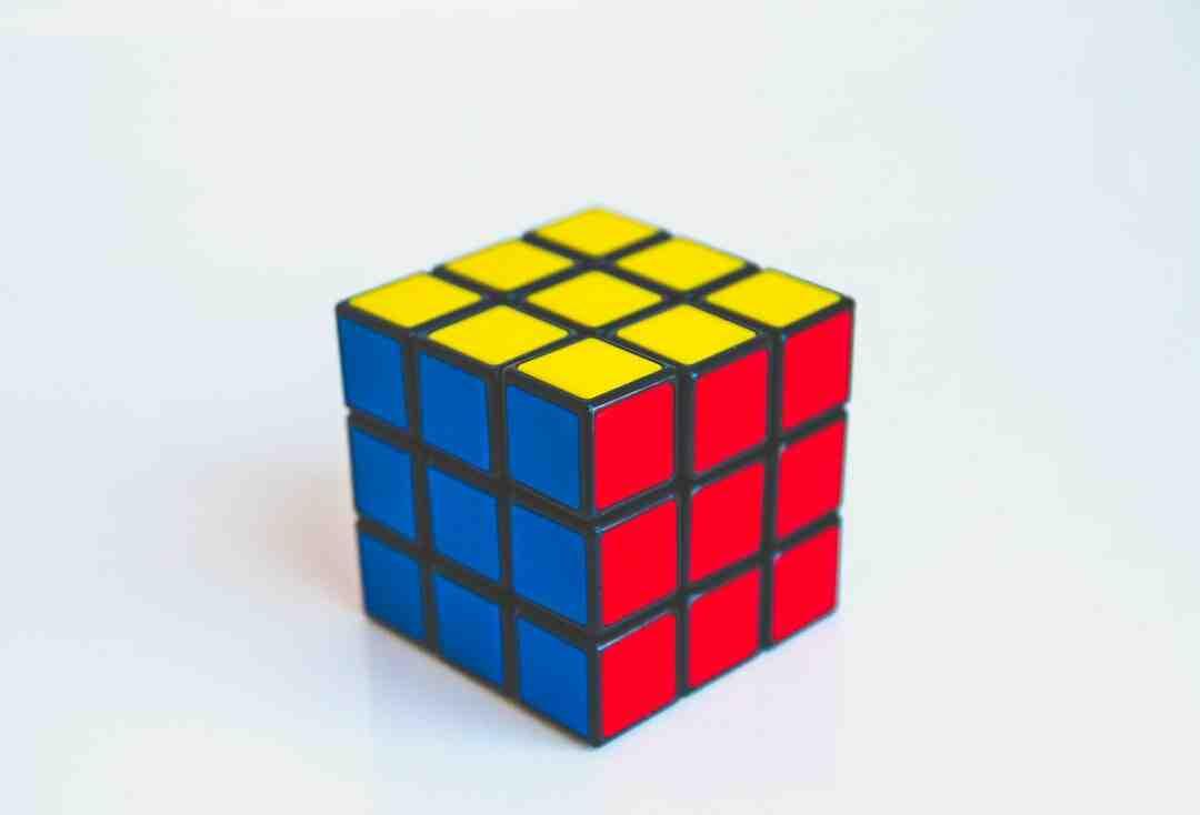 Comment fixer étagère cube
