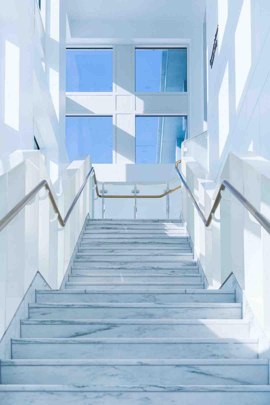 Comment carreler un escalier extérieur avec nez de marche ?